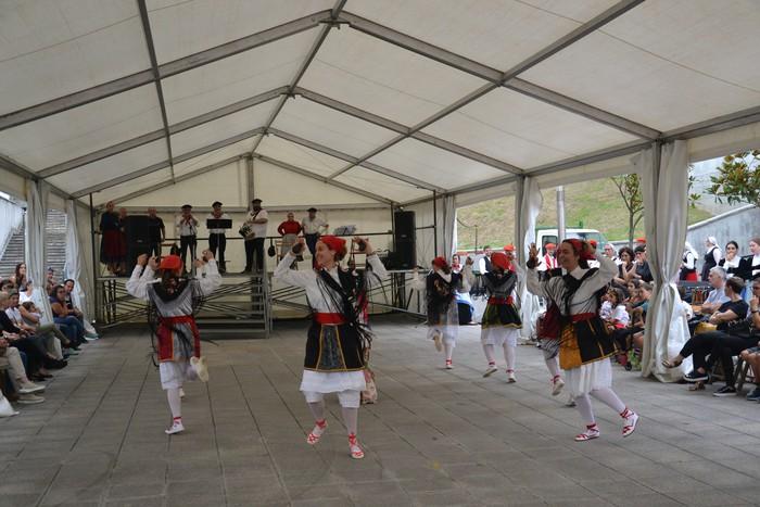 Untzueta dantza taldeak 35. urteurrena ospatu zuen atzo - 26