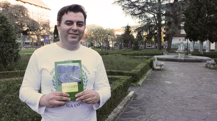"""""""Poesia estilo  intimista baliatzen dut liburuan"""""""