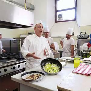 Italiako jantoki publikoen eredua gertutik ezagutzeko aukera izan du Urduñako Udalak