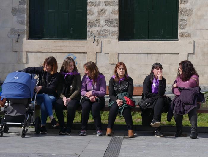Ehunka emakume* grebalarik hartu dituzte Aiaraldeko kale eta plazak - 87