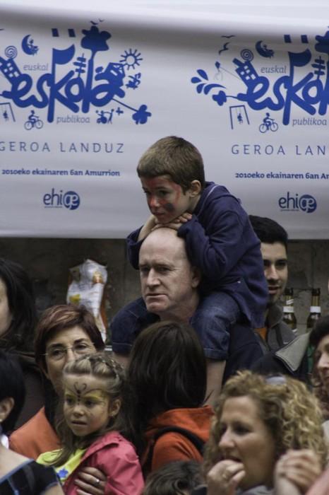 Eskola Publikoaren beharra aldarrikatu dute milaka herritarrek Amurrion