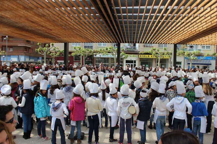 San Anton plazan egin dute umeek San Prudentzioko danborrada - 10