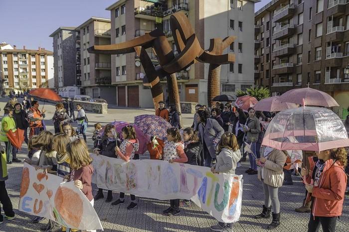 """ARGAZKIAK: """"Aiaraldea euskaldun!"""" lemapean konpromiso eta maitasunez bete da Amurrio - 118"""