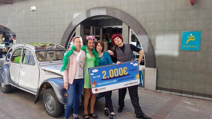 Herriko hainbat saltokitan gastatu du  Beatriz Arjona Matek 2.000 euroko bonoa - 3