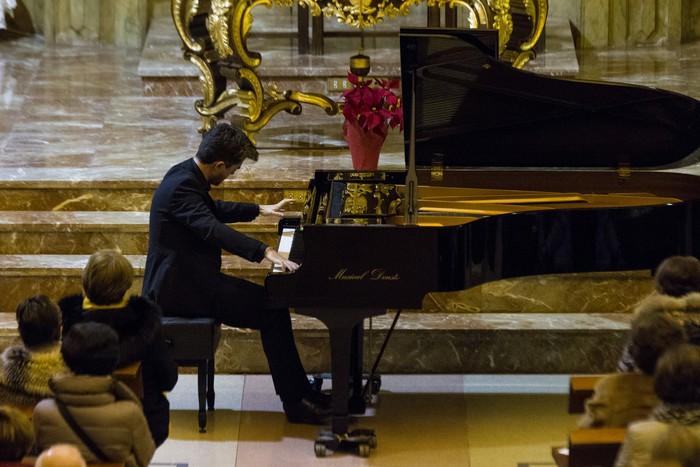 Antonio Oyarzabalek piano kontzertu jendetsua eskaini zuen atzo - 2