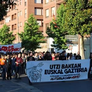 Dozenaka herritarrek egin dute bat Altsasuko gazteei elkartasuna adierazteko mobilizazioarekin