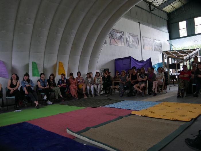 Aiaraldeko emakume feministen topaketa argazkitan - 8