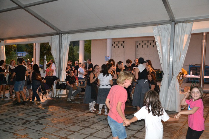 Untzueta dantza taldeak 35. urteurrena ospatu zuen atzo - 94