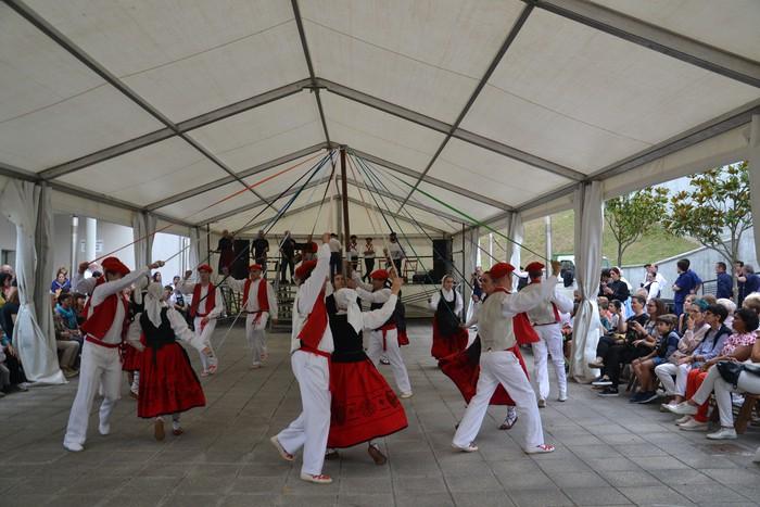 Untzueta dantza taldeak 35. urteurrena ospatu zuen atzo - 85