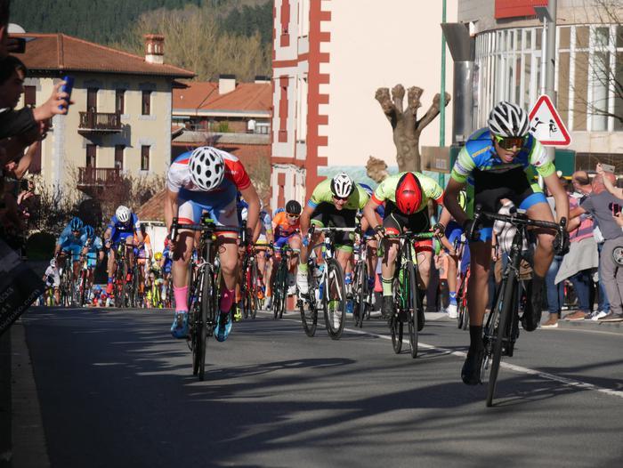 Pablo Fernandezek irabazi zuen sprintean Aiarako Birako lehen etapa - 86