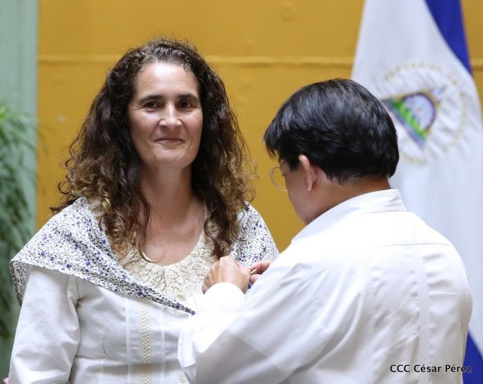 Nikaraguako Gobernuko ordezkarien eskutik jaso zuen saria Ramon Belaustegigoitiaren familiak - 4