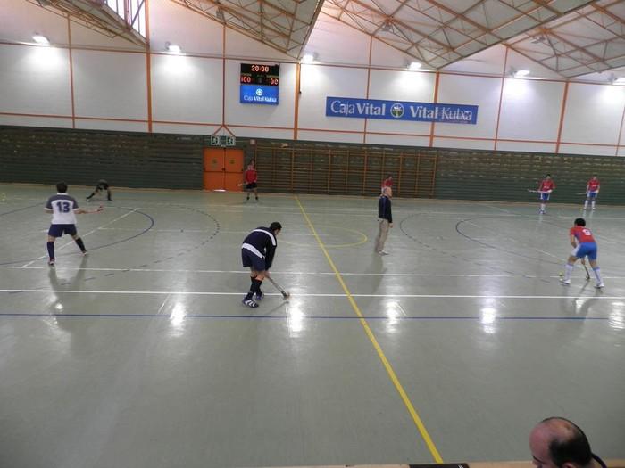 Hockey salako Euskal Herriko txapelketaren lehenengo buelta jokatu zen La Granjako polikiroldegian