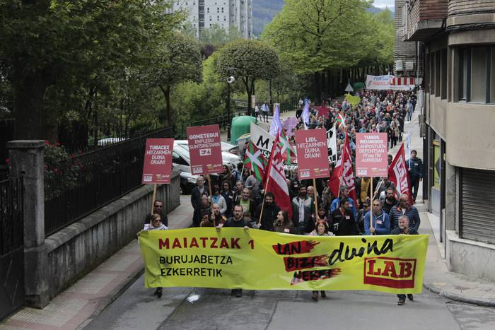 """Bertan behera utzi du LABek Maiatzaren Leheneko mobilizazioa, Tubacexeko langileen manifestazioan """"militantzia osoaren presentzia"""" bermatu eta """"langile batasuna"""" sustatzeko"""
