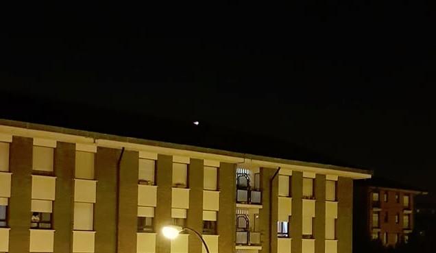 Tximista batek sutea eragin zuen atzo Amurrioko eraikin baten teilatuan