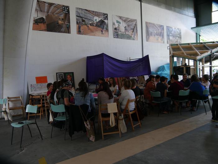 Aiaraldeko emakume feministen topaketa argazkitan - 9