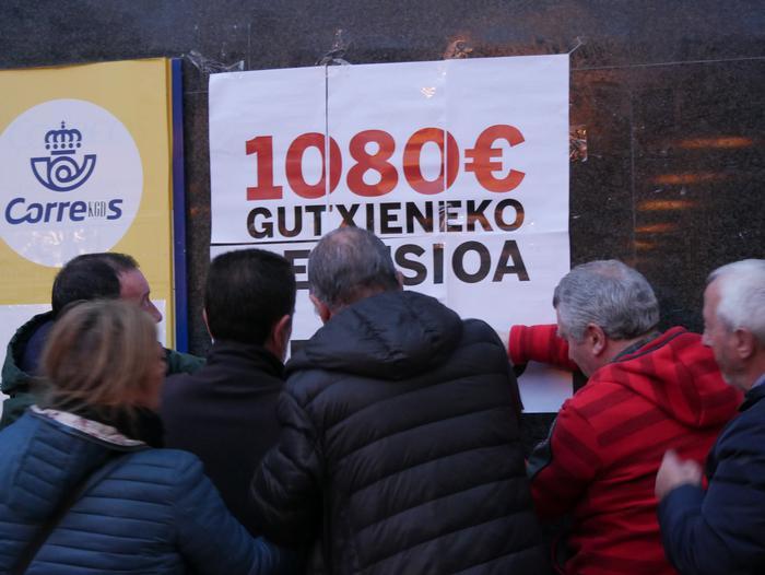 Amurrioko herriguneko jarduera ekonomikoa gelditu du grebak arratsaldean - 25