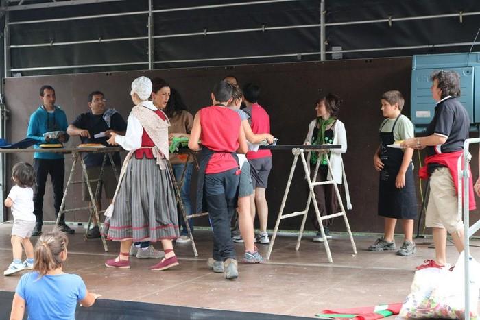 Katadioko Jaiek dantza eta gastronomiari esker alaitu dute giroa - 5