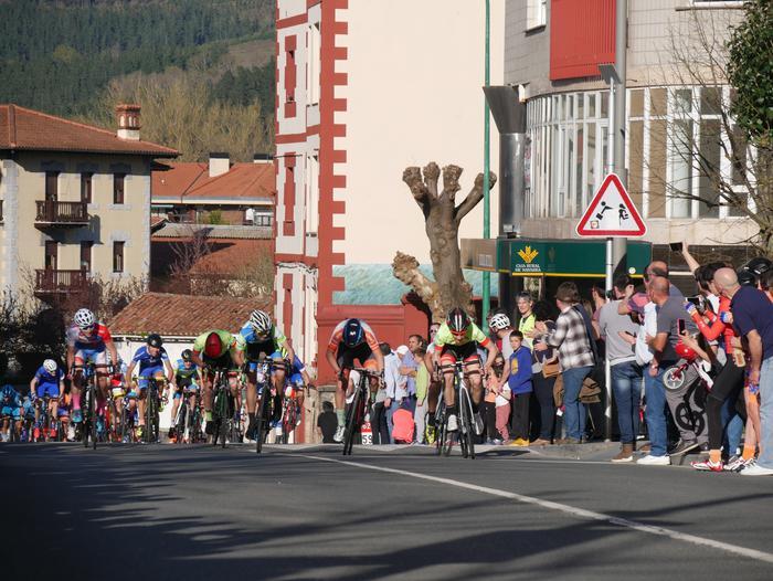 Pablo Fernandezek irabazi zuen sprintean Aiarako Birako lehen etapa - 93