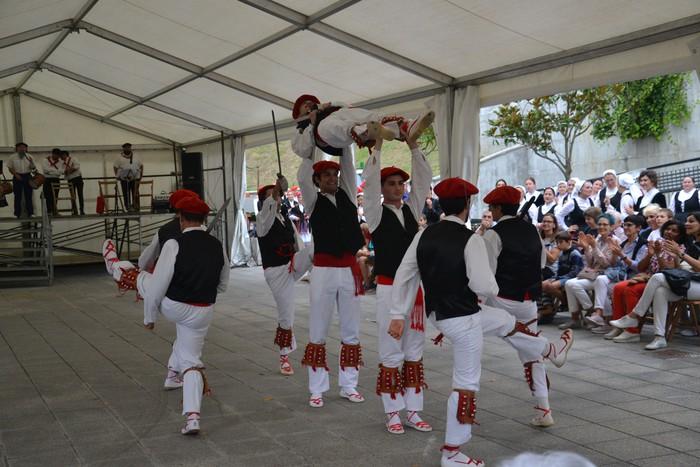 Untzueta dantza taldeak 35. urteurrena ospatu zuen atzo - 80