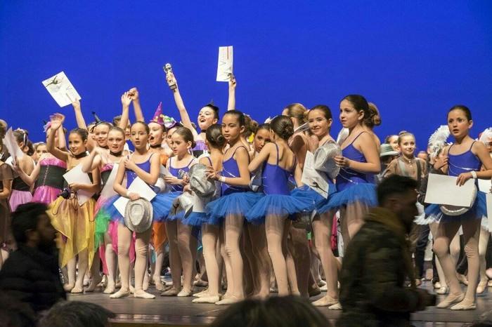 Sari ugari lortu ditu Nuria y Raquel dantza eskolak Espainiako Ballet Klasikoaren Lehiaketan