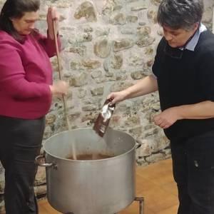 Tailerrak eta txokolate jana egin zituzten Olentzero eta Maridomingiren etorrera prestatzeko