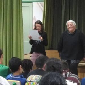 Toti Martinez de Lezea idazlea Lamuzako ikasleekin egon zen