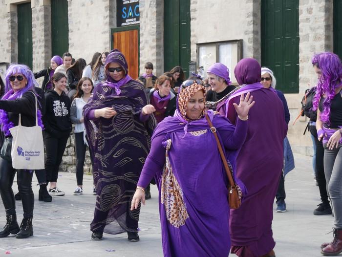 Ehunka emakume* grebalarik hartu dituzte Aiaraldeko kale eta plazak - 107