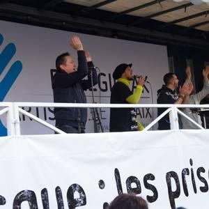 Eskualdeko hainbat lagunek parte hartu zuten Pariseko manifestazioan