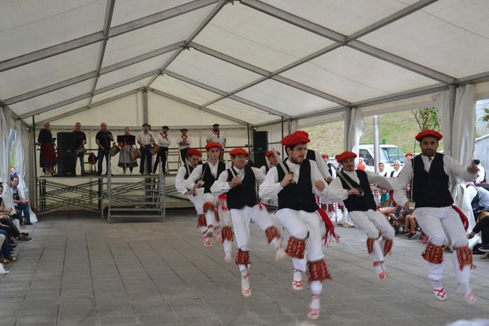 Untzueta dantza taldeak 35. urteurrena ospatu zuen atzo - 107