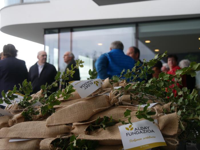 Gaur inauguratu dute Aiarako nagusien egoitza berria - 39
