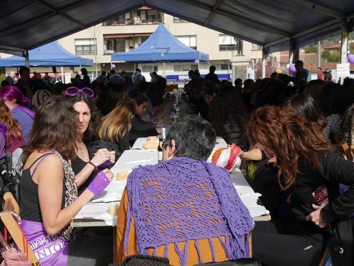 Ehunka emakume* grebalarik hartu dituzte Aiaraldeko kale eta plazak - 112