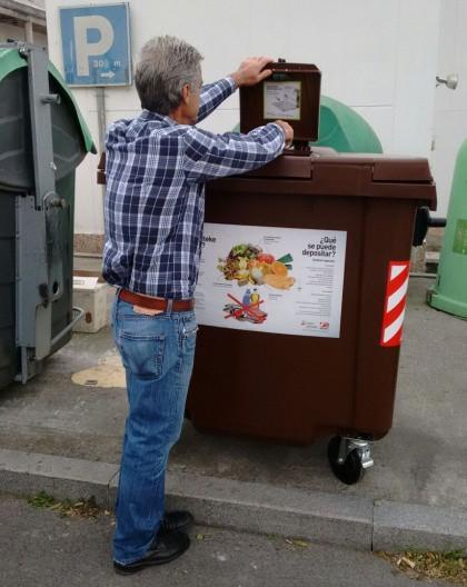 Hondakinen frakzio organikoa: poltsa konpostagarrian eta edukiontzi marroiaren barruan