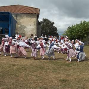 Etxaurrengo jaiak ospatu zituzten atzo baselizaren bueltan