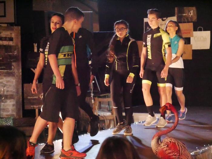 Ikasbidaia antolatzeko moda desfilea egin zuten ikastolan - 20
