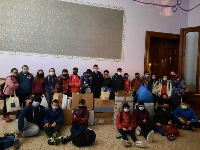 Errefuxiatuentzako 300 txandal jaso dituzte Urduñan