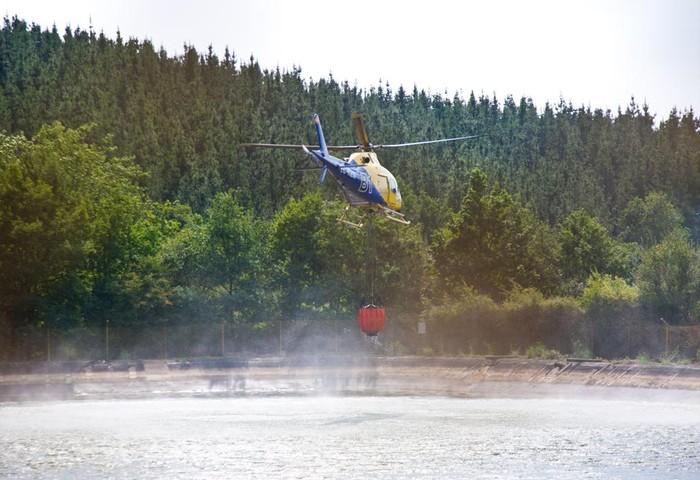 Gaztela eta Leongo helikoptero batek parte hartu zuen larunbateko sutea amatatzeko Amurrion