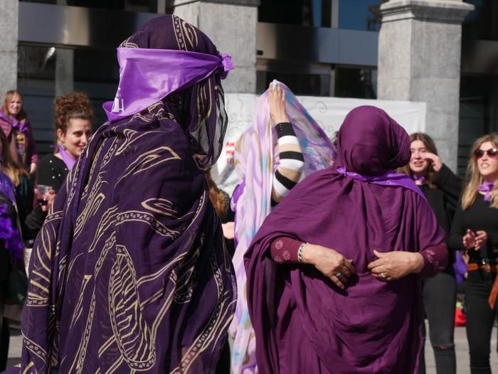 Ehunka emakume* grebalarik hartu dituzte Aiaraldeko kale eta plazak - 93
