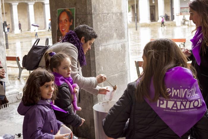 Ehunka emakume* grebalarik hartu dituzte Aiaraldeko kale eta plazak - 171