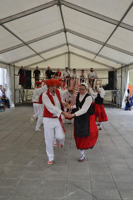Untzueta dantza taldeak 35. urteurrena ospatu zuen atzo - 33