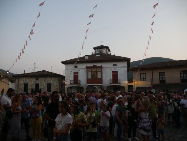 Ana Perezen pregoiari jarraiki, festarekin gaztetu da Artziniega - 24