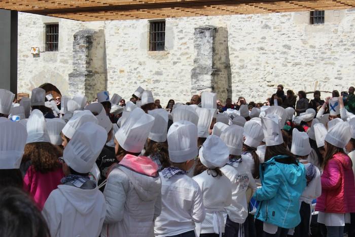 San Anton plazan egin dute umeek San Prudentzioko danborrada - 21