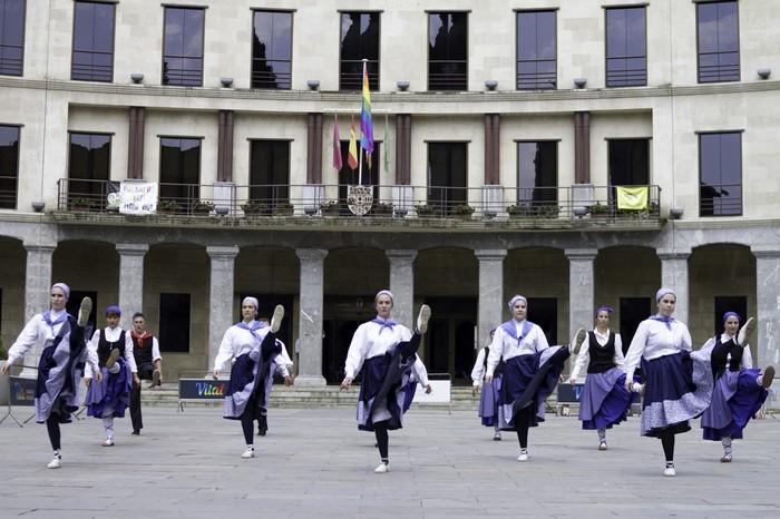 Eguzkilore dantza taldeak erakustaldia egin zuen igandean - 3
