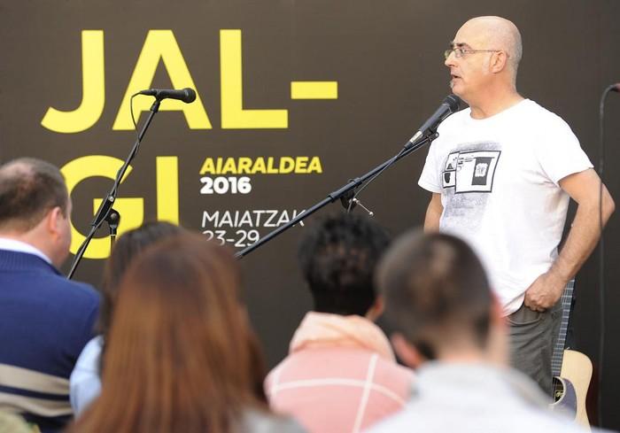 Sortzaile, udal ordezkari eta euskaltzale ugarik babestu dute Jalgiren aurkezpena - 39