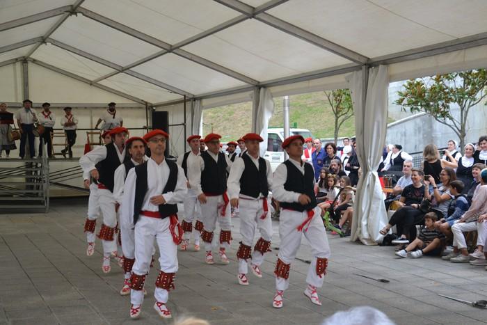 Untzueta dantza taldeak 35. urteurrena ospatu zuen atzo - 70