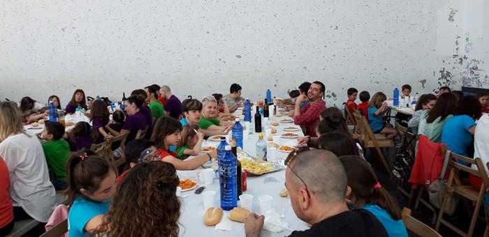 Ikasle eta guraso andana bildu da Latiorro ikastetxeko festan - 15