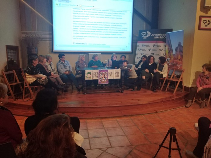 Eskualdeko talde eta elkarte feministei aitortza egin zieten Berdintasun topaketan - 13