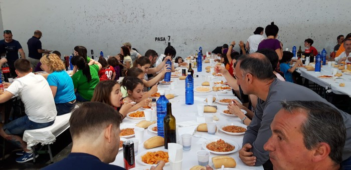Ikasle eta guraso andana bildu da Latiorro ikastetxeko festan - 11