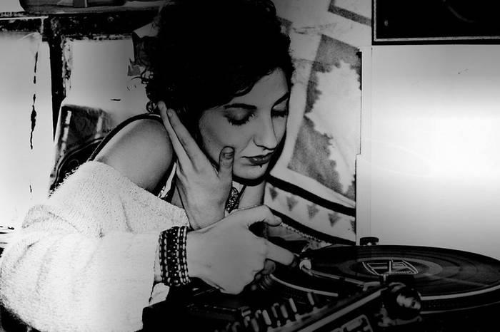 Musika elektronikoa 5 diskotan Nuria Prieto DJarentzat