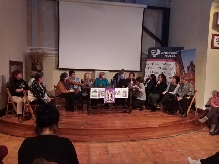 Eskualdeko talde eta elkarte feministei aitortza egin zieten Berdintasun topaketan - 11