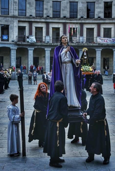 Laudion ere prozesioak hartu zuen kalea Ostiral Santuan - 8